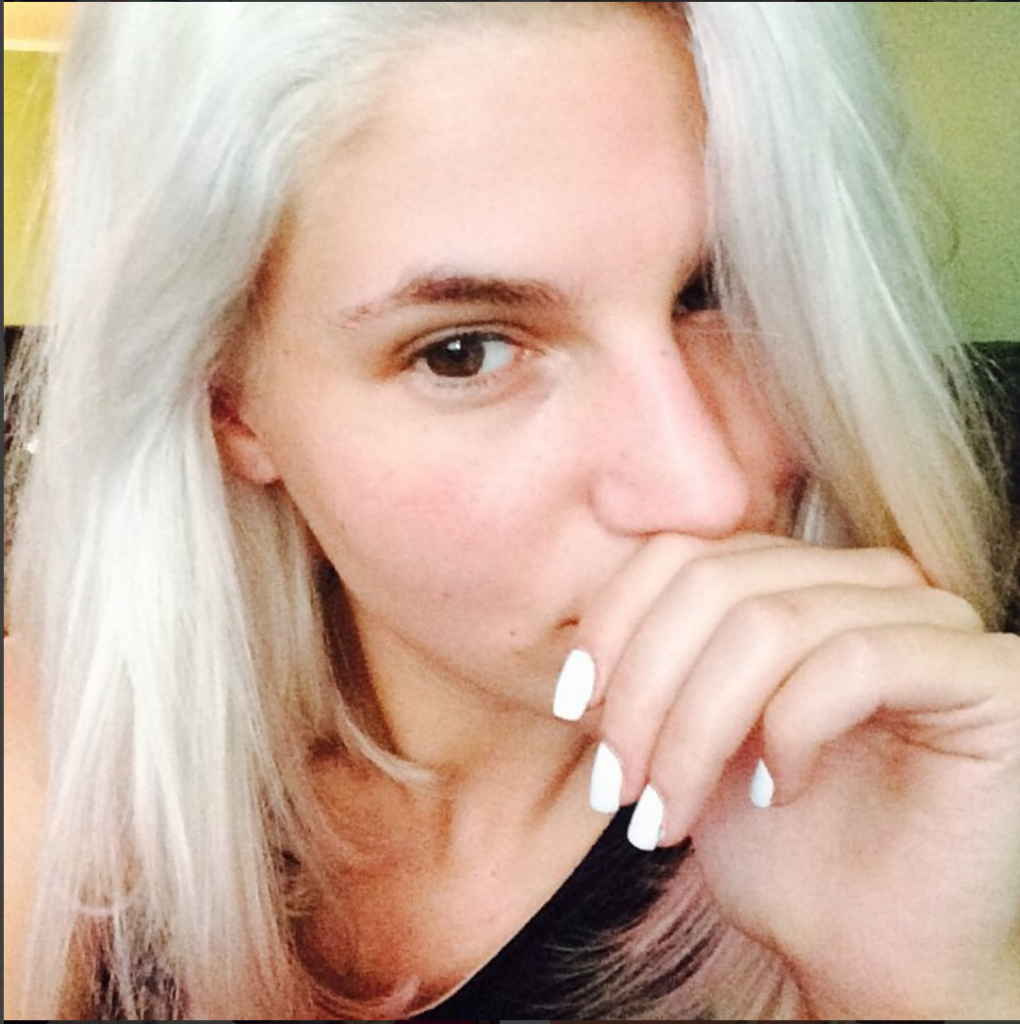 carly aquilino PHOTO CREDIT: @carlyaquilino instagram #flawless #nomakup #browsonfleek