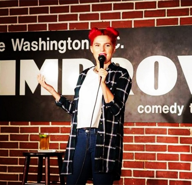 standup comedian and MTV Girl Code star carly aquilino photo credit @carlyaquilino instagram