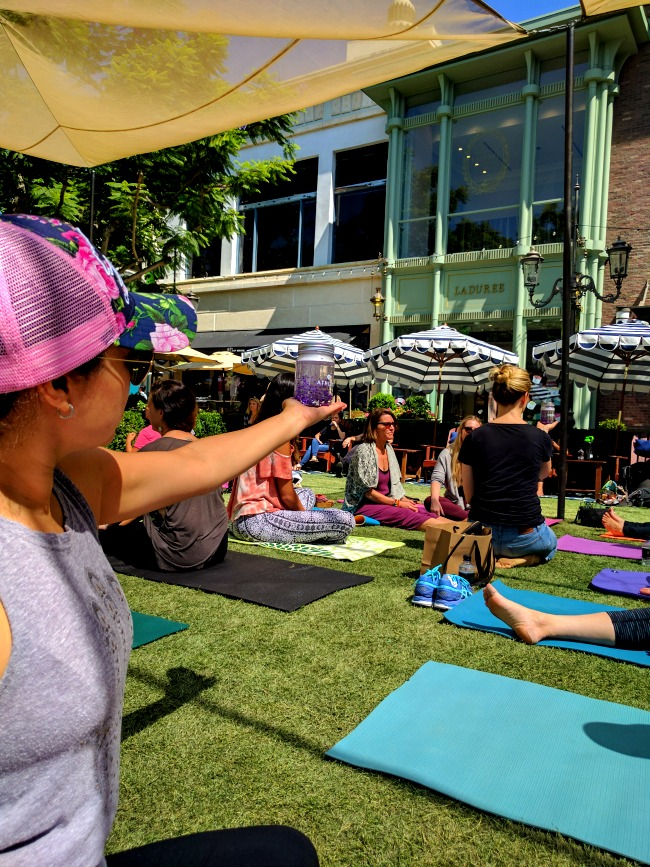 unplug meditation and athleta event in LA - group meditation